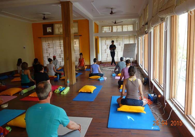 25 yoga course in rishikesh